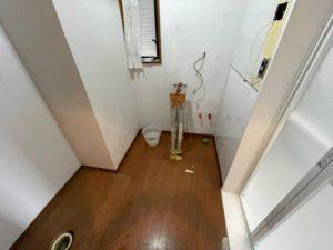 トイレ施工中 排水菅位置変更